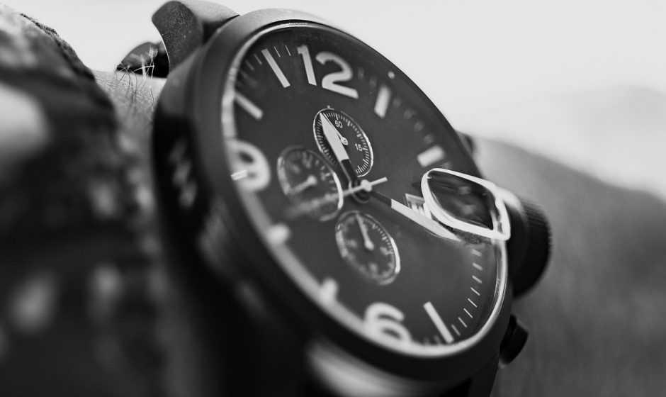 Orologi per uomini: cosa scegliere tra cronografi, analogici, digitali o smartwatch?