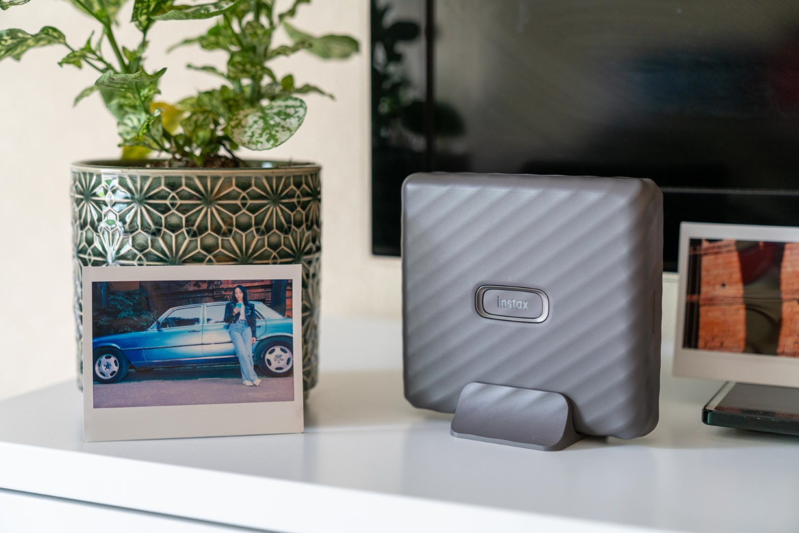 Fujifilm introduces Link Wide: the instax portable printer